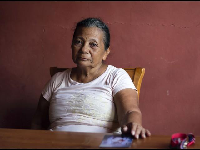 Haidé Esperanza Posada, posa después de una entrevista en San Pedro Sula, Honduras, 13 de Agosto, 2014. Wilmer, hijo de Haidé, fue uno de las 72 personas asesinadas en Tamaulipas, México, en 2010. (Fotografía/Ginnette Riquelme).